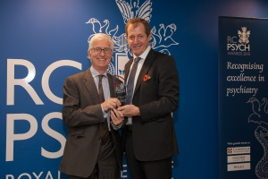 alastair campbell presents award to peter